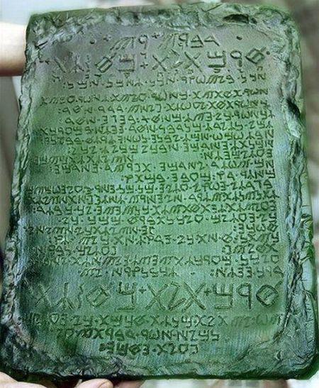 smaragdne-tablice-tota